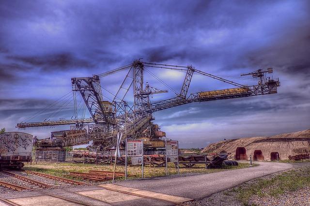 open-pit-mining-195082_640